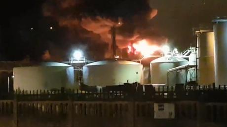 Μεγάλη φωτιά σε χημικό εργοστάσιο στη Γαλλία (vid)