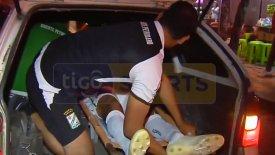 Μετέφεραν τραυματία ποδοσφαιριστή στο… πορτ-παγκάζ αυτοκινήτου! (vid)