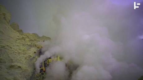 Πού βρίσκεται ο κρατήρας που καίει σε κοινή θέα επί σχεδόν 50 χρόνια; (vid)