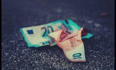 Χρέη στην Εφορία: Τα σενάρια για τις αλλαγές στην ρύθμιση και οι αντιδράσεις των θεσμών
