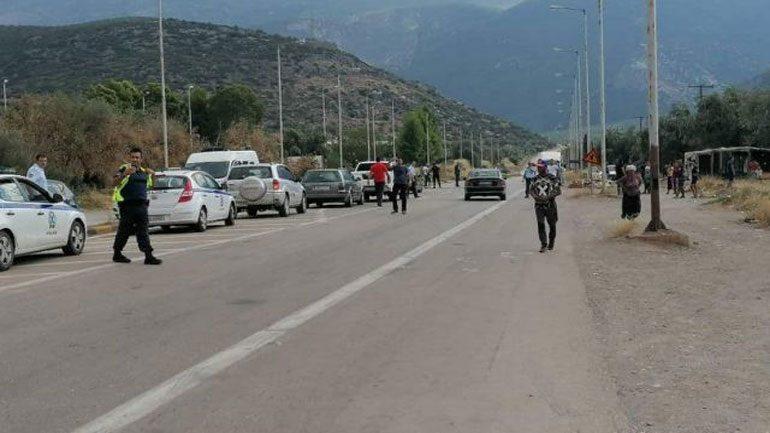 Ένταση στην Άμφισσα: Ρομά έκλεισαν τον δρόμο διότι τους έκοψαν κλήση οι αστυνομικοί !