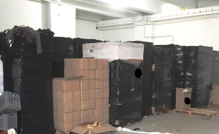 Έκρυβαν 83.680 πακέτα λαθραία τσιγάρα σε αποθήκη στην Κηφισιά