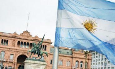 Τα capital controls επιστρέφουν στην Αργεντινή, παλεύει να κρατηθεί στην εξουσία ο Macri