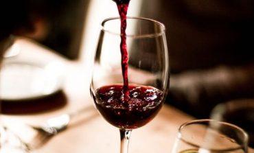 Αν θες να διατηρήσεις το βάρος σου πιες… κόκκινο κρασί, υποστηρίζει έρευνα