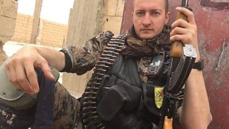 «Το Ισλαμικό Κράτος ξαναζωντανεύει»: Δημοσιογράφος που πολέμησε τον ISIS μιλά στο CNN Greece (vid)