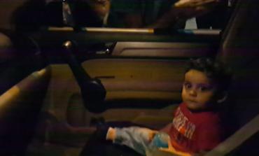 «Baby Shark»: Διαδηλωτές στον Λίβανο τραγουδούν σε τρομαγμένο μωρό και γίνονται viral (vid)