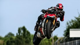 Εξωπραγματική η Ducati Streetfighter V4 (vid)