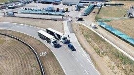 Μαθήματα οδικής ασφάλειας για επαγγελματίες από τη Mercedes