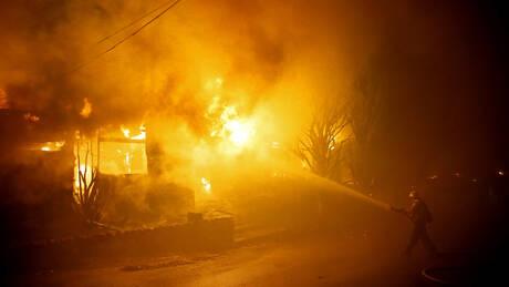 Οι φλόγες στο δρόμο: Βίντεο – εφιάλτης από την πύρινη λαίλαπα στην Kαλιφόρνια
