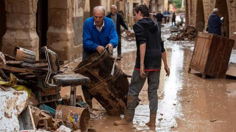 Πλημμύρες σαρώνουν την Ισπανία: Τουλάχιστον ένας νεκρός (pics)