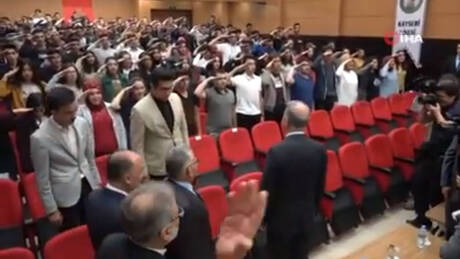 Σάλος με μαθητές στην Τουρκία: Χαιρετούν στρατιωτικά τον Ακάρ (pics&vid)