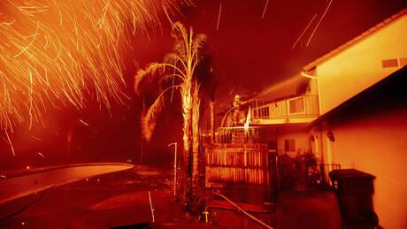 Στις φλόγες η Καλιφόρνια: «Μάχη» σε 12 μέτωπα  (pics&vids)