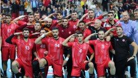 Τούρκοι χαντμπολίστες Ολυμπιακού και ΑΕΚ χαιρέτησαν στρατιωτικά
