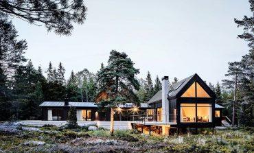 Μία μοντέρνα κατοικία που συνδυάζει το ιαπωνικό με το σκανδιναβικό design στη Σουηδία
