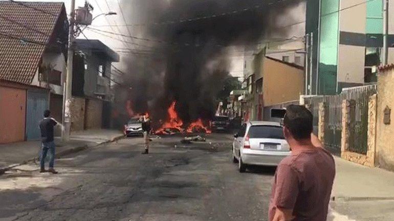Βραζιλία: Αεροπλάνο συνετρίβη σε αυτοκινητόδρομο – Τρεις νεκροί