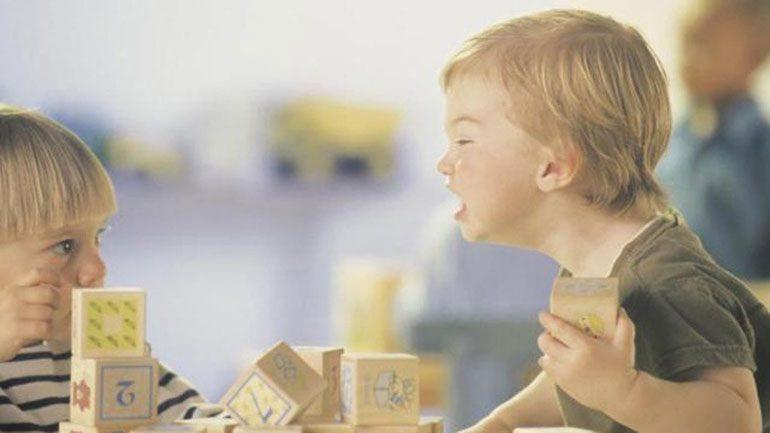 Τι να κάνετε όταν το παιδί σας γίνεται επιθετικό απέναντι σε άλλα παιδιά;