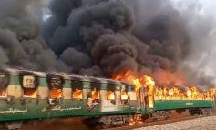 Πακιστάν: Τουλάχιστον 10 νεκροί από πυρκαγιά σε τρένο