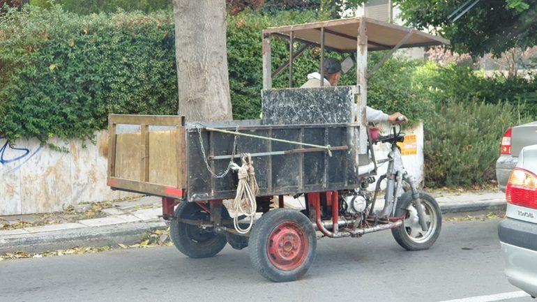 Κι όμως αυτό το όχημα χωρίς πινακίδες κυκλοφορεί στους… ελληνικούς δρόμους
