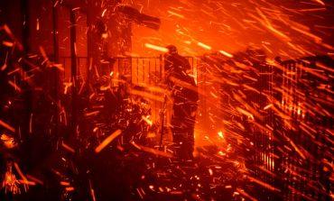 Εικόνες τρόμου από τις τεράστιες φωτιές στην Καλιφόρνια, εκκενώνονται σπίτια
