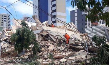 Κατέρρευσε πολυκατοικία 7 ορόφων στη Βραζιλία, τουλάχιστον ένας νεκρός
