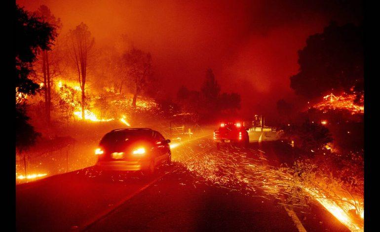 Καλιφόρνια: Μαίνεται ανεξέλεγκτη η φωτιά – Υποχρεωτικές εκκενώσεις εκατοντάδων σπιτιών