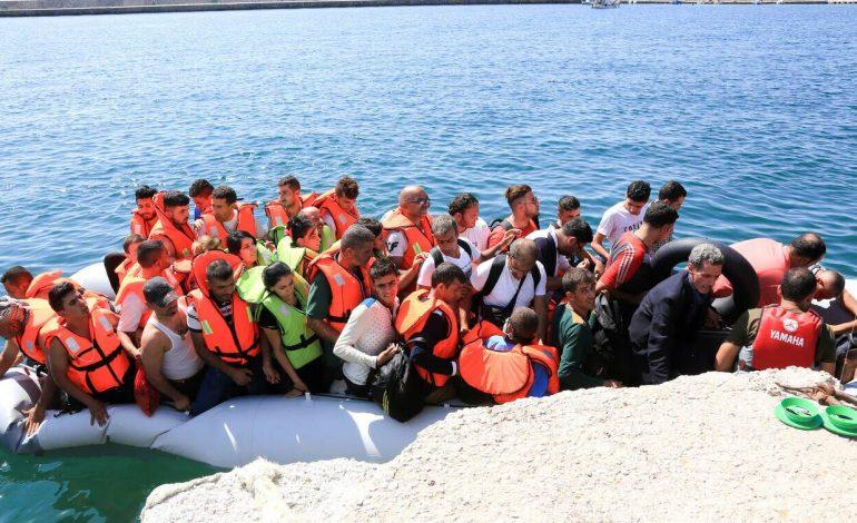 Συνεχίζονται οι προσφυγικές ροές
