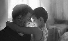 Δικαστής δίνει επιμέλεια ανηλίκου στον πατέρα και υποχρεώνει τη μητέρα να του καταβάλει διατροφή