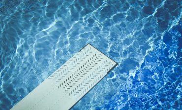 Ρόδος: Γαμπρός βούτηξε σε πισίνα και τραυματίστηκε σοβαρά στη σπονδυλική στήλη