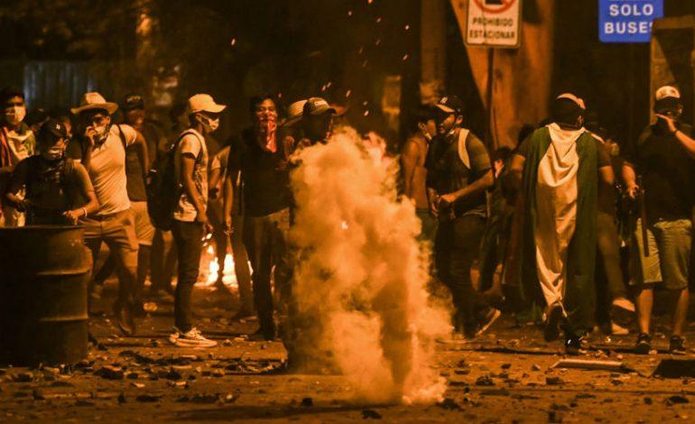Χάος στη Βολιβία: Άγρια επεισόδια διαδηλωτών αστυνομίας για τις εκλογές
