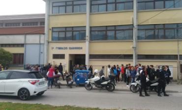 Άγρια επίθεση Σύριων σε Ελληνόπουλα στα Ιωάννινα – Μεταφέρθηκαν στο νοσοκομείο οι μαθητές