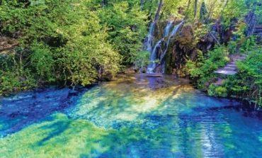 «Γαλάζια Λίμνη»: Ένα σκηνικό που μοιάζει βγαλμένο από παραμύθι