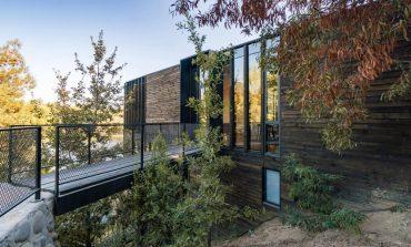 Slope House: Μία μαγευτική ξύλινη κατοικία με θέα τη λίμνη Rapel της Χιλής