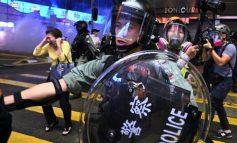 Χονγκ Κονγκ: Αστυνομικοί άνοιξαν πυρ κατά διαδηλωτών ( video )