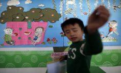 Φρίκη στην Κίνα: Άνδρας εισέβαλε σε νηπιαγωγείο και τραυμάτισε 51 νήπια με διαβρωτικό υγρό