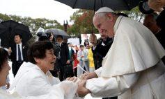 Ιαπωνία: Επιζώντες της Χιροσίμα αφηγήθηκαν την «κόλαση» που έζησαν στον πάπα Φραγκίσκο
