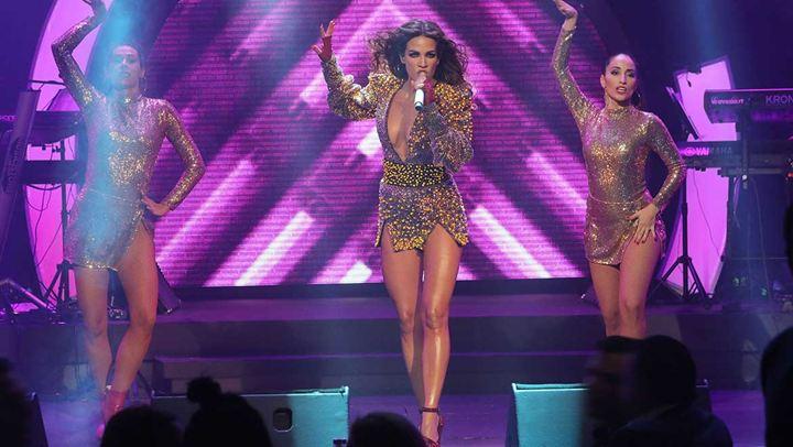 Κατερίνα Στικούδη: Η σέξι εμφάνιση on stage με φόρεμα που έχει 4.000 κρύσταλλα!