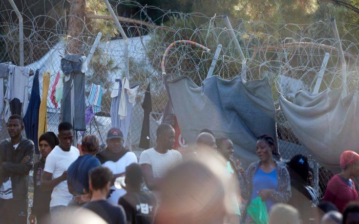 Ανατολική Σάμος: Με παραίτηση απειλεί ο δήμαρχος εάν κατασκευαστεί προαναχωρησιακό κέντρο