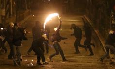 Επεισόδια στα Εξάρχεια: Τρεις αστυνομικοί τραυματίες, μία σύλληψη