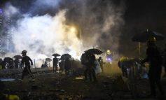 Χάος στο Χονγκ Κονγκ: Διαδηλωτές πυρπόλησαν την είσοδο της Πολυτεχνικής Σχολής