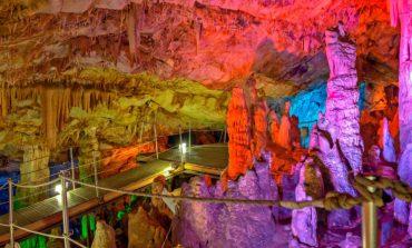 Ένα θαύμα της φύσης σε ένα από τα ωραιότερα σπήλαια της Ελλάδας