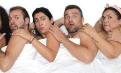 Τρία ζευγάρια κάθονταν στο Life Theatre στο Γκάζι