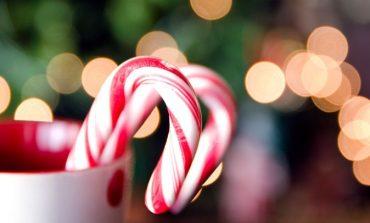 Δείτε πώς φτιάχνονται τα γλυκά μπαστουνάκια των Χριστουγέννων!