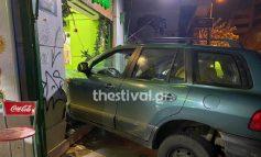 Επεισοδιακή καταδίωξη στη Θεσσαλονίκη: Αυτοκίνητο καρφώθηκε σε μαγαζί με μπουγάτσες