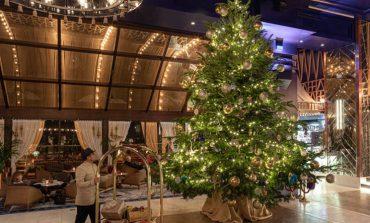 Το πολυτελές ξενοδοχείο με το χριστουγεννιάτικο δέντρο των… 14 εκατ. ευρώ