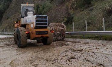Ηγουμενίτσα: Μεγάλος βράχος έπεσε στην Εγνατία οδό