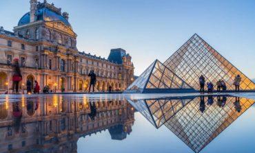 Εντυπωσιακές φωτογραφίες από την πυραμίδα του Λούβρου