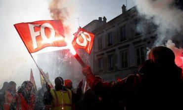 Νέες συγκρούσεις στη Γαλλία - Στο «στόχαστρο» ο Μακρόν