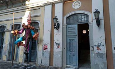 Συνελήφθη ιερέας για τους εμπρησμούς καρναβαλικών κατασκευών στην Πάτρα