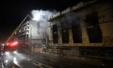 Τραγωδία στον Πειραιά: Νεκρό παιδί σε πυρκαγιά