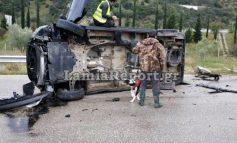 Μαύρο βαν έχασε τον έλεγχο και τούμπαρε στον εθνικό δρόμο έξω από τη Λαμία